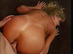 Blonde gets it up her big bum