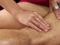 Olivia Wilder gets naked to give a naughty massage