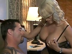 Male fucks luscious clean shaved pussy of sexy doxy