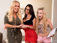 Three chicks Brandi Love, Scarlett Sage and Dava Foxx love dirty sex
