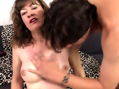 Grandma Babe Morgan Has Pussy Stretched