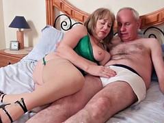Cock sucking mature trisha get a mouthfull