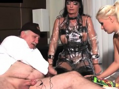 Silly latex queen spreads legs to invite erected stallion
