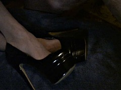 jacking off on secretaries stocking feet and heels 2