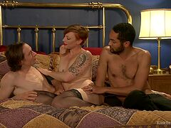 Threesome in dirty porn scenes for the amateur wife