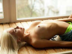 Flexible goddess with enhanced tits AliceQ shows her naked hole