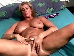 Retro milf with big tits excites from cunnilingus before deepthroating big cock