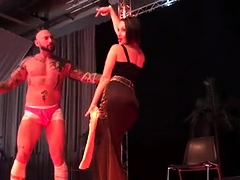 Beautiful stripper invites a muscled guy for a fabulous show